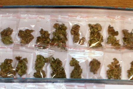 Cztery osoby wpadły w ręce policji. Policja zabezpieczyła 81 gramów marihuany. 22-latek z zarzutami