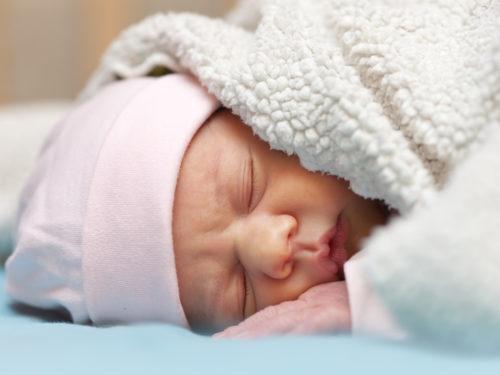 W Rawie rodzi się coraz mniej dzieci. Wnioski do programu 500+ na pierwsze dziecko będzie można składać od lipca.