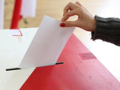WYBORY 2020: Rawa nie wydała poczcie list wyborców. Obsadzonych jest ok. 40 proc. składów komisji