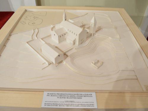 """Jest makieta kościoła, którego budowa ma rozpoczać się w 2020 roku na """"Sójczym"""""""