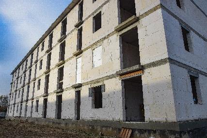 Drugi budynek socjalny przy ul. Mszczonowskiej podczas budowy