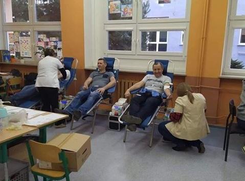 71 osób chciało oddać krew dla Mirosława Męciny