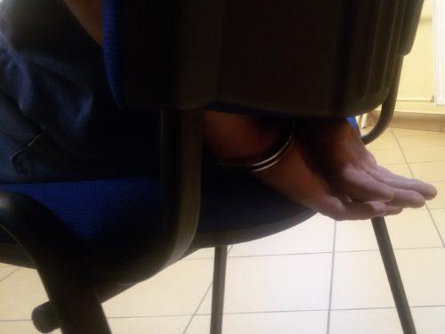 Policjant po służbie zatrzymał złodzieja, który kradł alkohol w jednym ze sklepów