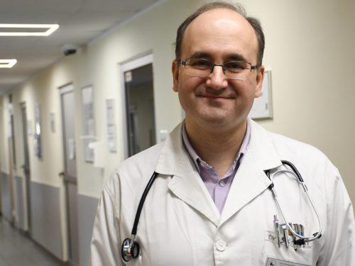25 zakażeń koronawirusem w Polsce. Ordynator szpitala w Rawie podpowiada jak się nie zarazić