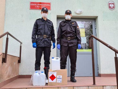 Rawscy strażacy do szkół i przedszkoli dostarczyli 1780 litrów płynów do dezynfekcji