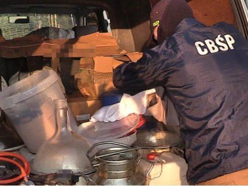 CBŚ zlikwidowało laboratorium amfetaminy w powiecie rawskim. Trzy osoby zatrzymane