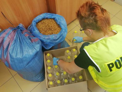 26 kg krajanki tytoniowej oraz 150 butelek spirytusu bez akcyzy w gminie Rawa Mazowiecka