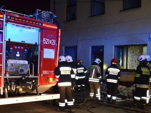 24-letni mieszkaniec Rawy Mazowieckiej podejrzany o podpalenie kamienicy na ul. Mickiewicza już w areszcie (wideo)
