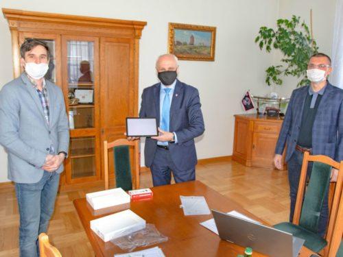80 tys. zł na tablety i laptopy dla uczniów oraz nauczycieli z Rawy Mazowieckiej