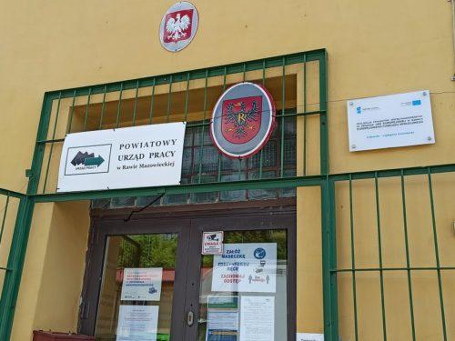 Powiatowy Urząd Pracy w Rawie wsparł przedsiębiorców kwotą 12,1 mln zł. Bezrobocie wzrasta
