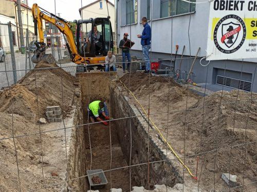 Archeolodzy odkryli pozostałości cmentarza przy ul. Mazowieckiej (okolice banku) w Rawie