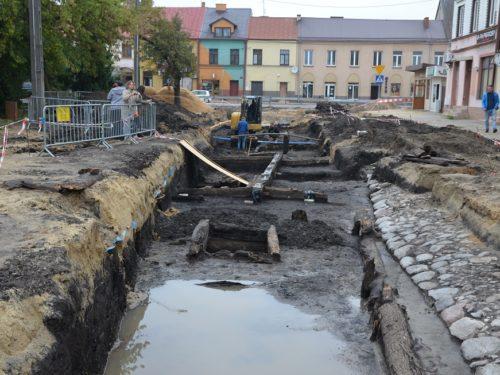 Burmistrz Piotr Irla: Prace archeologiczne nie doprowadzą do opóźnień w rewitalizacji centrum
