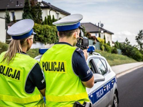 Kierowca już 10 razy zatrzymany bez prawka. Pijany właściciel auta chciał dać łapówkę