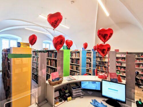 Walentynki w rawskiej bibliotece, czyli miłosna promocja czytelnistwa
