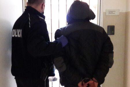 Sadkowice: Napastnik w kominiarce i z gazem pieprzowym ukradł telefon i pieniądze