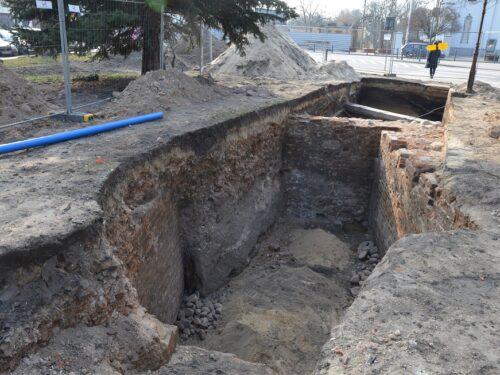 Archeolodzy odkopali w Rawie: fundamenty kamienicy, dawny ratusz i karczmę ZDJĘCIA