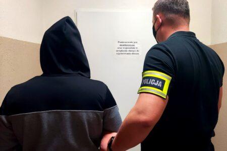 Policja zatrzymała 33-letniego nożownika z Rawy, który napadł na aptekę