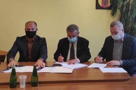 Władze powiatu rawskiego podpisały umowę na rozbudowę szpitala św. Ducha w Rawie