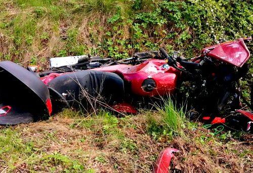 Sadkowice: Pijany motocyklista zderzył się z busem i wpadł do rowu