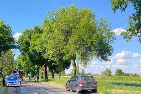 Wypadek w Matyldowie. 45-letnia kobieta, która weszła pod koła samochodu, zmarła