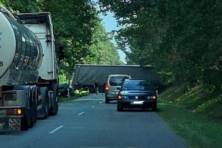 Tragiczny wypadek w gminie Cielądz. Są ofiary śmiertelne. Droga 707 zablokowana